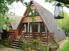 House - Houses - Refurbished Wooden Lodge to Rent Grafham