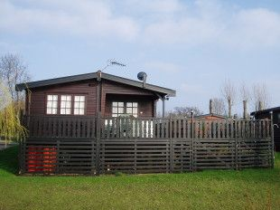 lodge-cabin-to-rent-in-buckden-marina-huntingdon